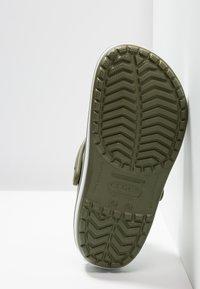 Crocs - CROCBAND UNISEX - Clogs - army green/white - 4