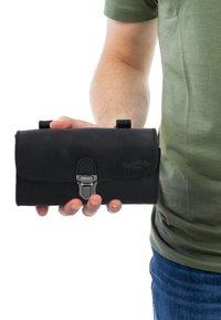 Gusti Leder - Wallet - black - 0