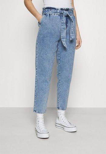ONLJANE PAPERBAG BELT - Relaxed fit jeans - light-blue denim