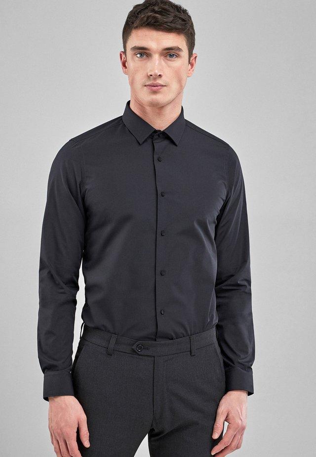 WHITE SKINNY FIT SINGLE CUFF EASY CARE SHIRT - Koszula - black