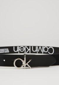 Calvin Klein - LOW BUCKLE BELT - Gürtel - black - 4