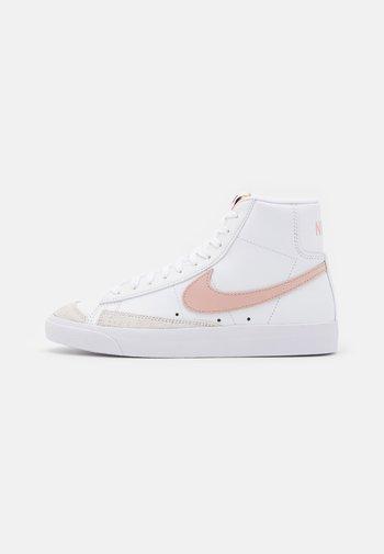 BLAZER MID '77 - Vysoké tenisky - white/pink oxford/black/summit white