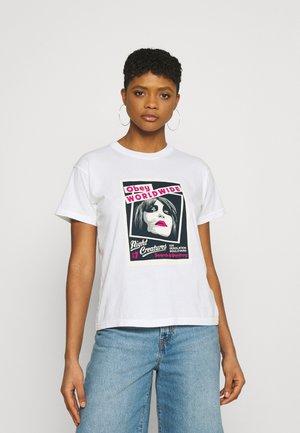 NIGHT CREATURE - Print T-shirt - white