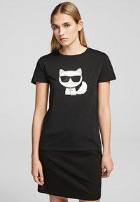 KARL LAGERFELD - T-shirt z nadrukiem - black - 0