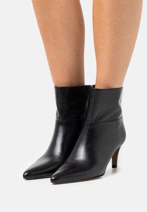 AURAZ - Classic ankle boots - noir