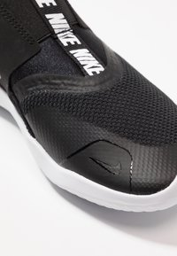Nike Performance - FLEX RUNNER UNISEX - Juoksukenkä/neutraalit - black/white - 5