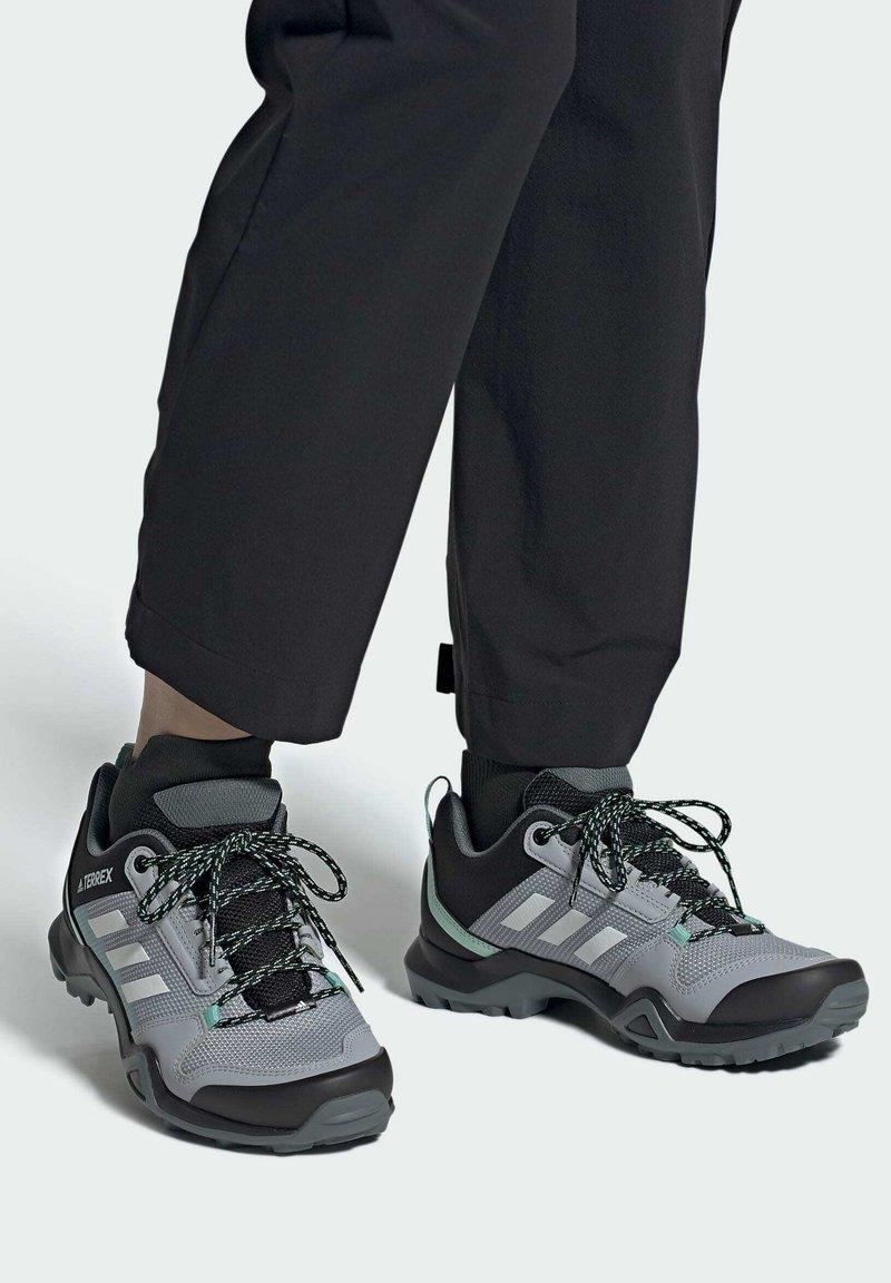 adidas Performance - TERREX AX3 WANDERSCHUH - Fjellsko - grey