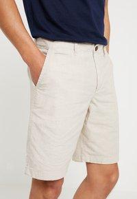 GAP - Shorts - natural - 3