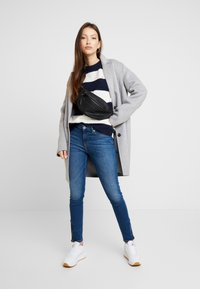 Tommy Jeans - BOLD STRIPE CREW - Pullover - snow white / black iris - 1