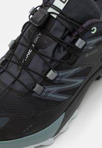 Salomon - WINGS SKY GTX - Scarpe da trail running - india ink/black/opal blue - 5