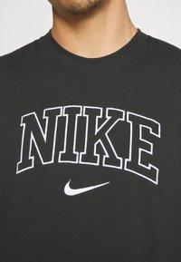 Nike Sportswear - RETRO TEE - T-shirt imprimé - off noir - 5