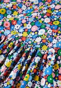 Boden - Jersey dress - elisabethanisches blau, blumenbeet - 2