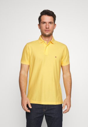 REGULAR - Polo shirt - yellow