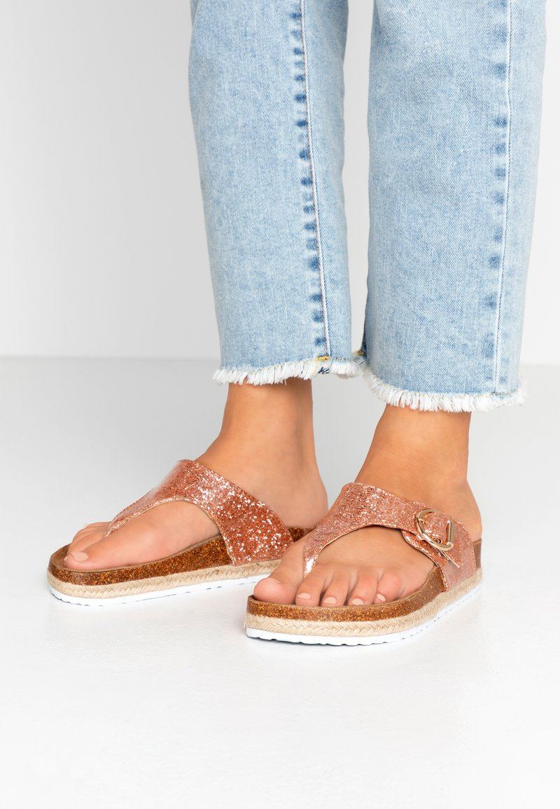 Dorothy Perkins Wide Fit - WIDE FIT FABLE FOOTBED TOE POST - tåsandaler - rose gold glitter