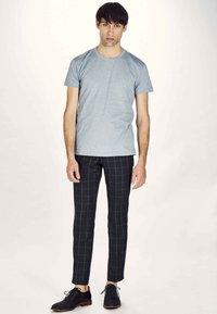 MDB IMPECCABLE - Basic T-shirt - navy - 1