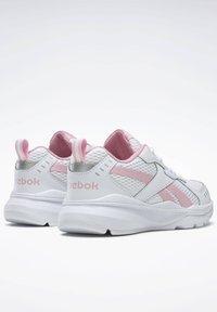 Reebok - SPRINTER  - Chaussures de running neutres - white - 6