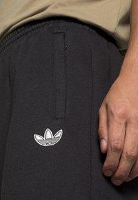 adidas Originals - SHARK PANTS - Pantaloni sportivi - black/grey one - 4