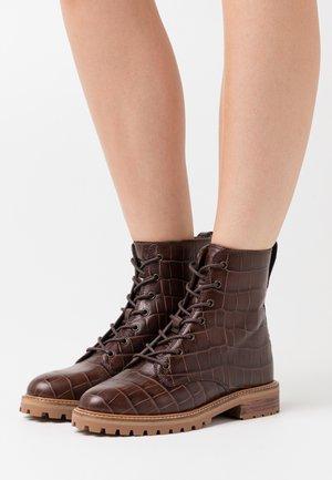 CLAIR LACE UP BOOT  - Šněrovací kotníkové boty - dark coffee