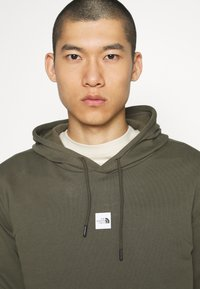 The North Face - GRAPHIC HOOD - Bluza z kapturem - new taupe green - 4