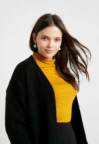 CAPSULE by Simply Be - ELEVATED ESSENTIALS  - Cardigan - black - 3