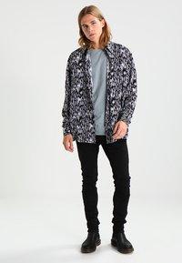 AllSaints - BRACE TONIC CREW - Basic T-shirt - chrome blue - 1