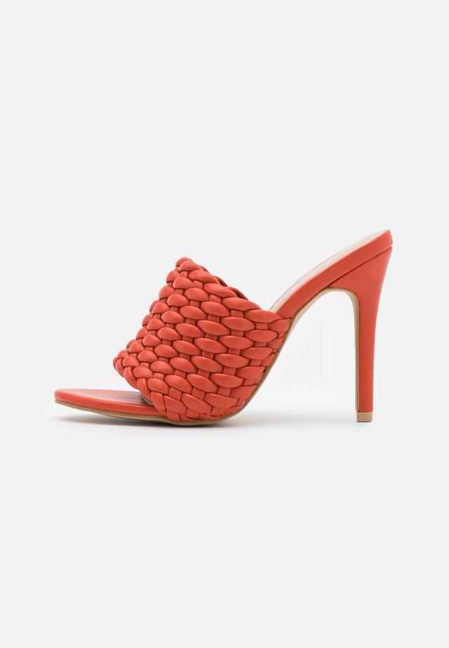 TANYA - Pantofle na podpatku - tangerine