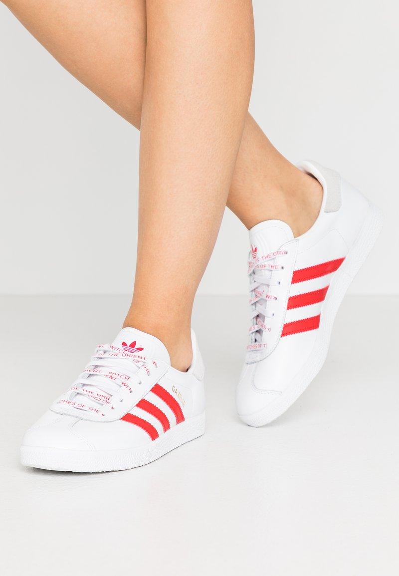 adidas Originals - GAZELLE - Trainers - footwear white/lush red/crystal white
