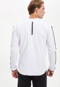 DeFacto Fit - Zip-up hoodie - white - 2