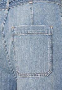 Nümph - NUCAROLINA - Flared Jeans - kight blue denim - 2