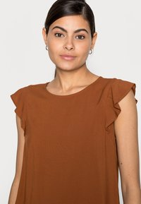 TOM TAILOR DENIM - Print T-shirt - amber brown - 3