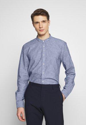 STRIPE BAND COLLAR SLIM SHIRT - Camisa - blue
