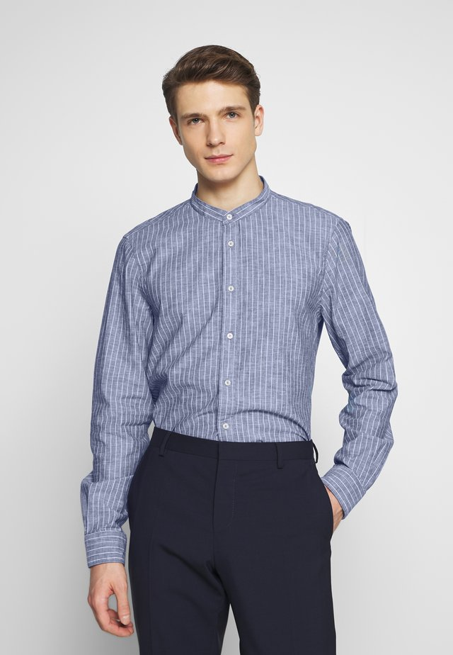 STRIPE BAND COLLAR SLIM SHIRT - Overhemd - blue