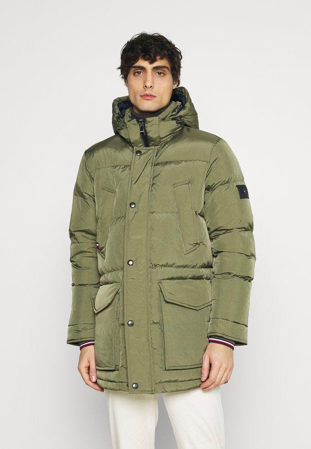 Kabát zprachového peří - green
