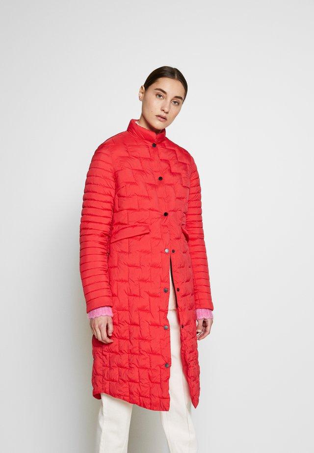 LUNA - Abrigo corto - red