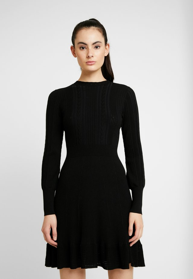 LONG SLEEVE RIBBED DRESS - Pletené šaty - black