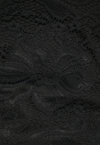 Even&Odd Curvy - Basic T-shirt - black - 3