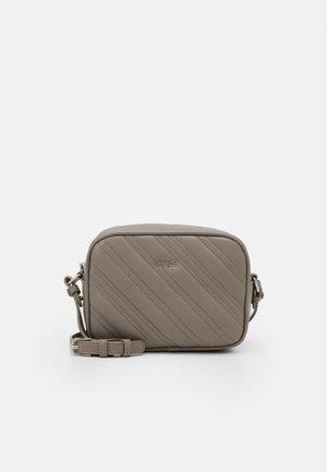 CROSSBODY - Across body bag - tortuga