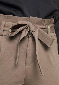 Vero Moda Petite - VMEVA LOOSE PAPERBAG PANT - Trousers - bungee cord - 4