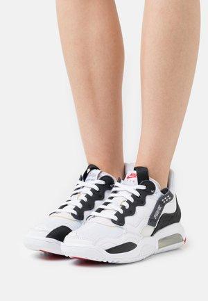 MA2 - Sneakers basse - white/black/university red/light smoke grey/praline
