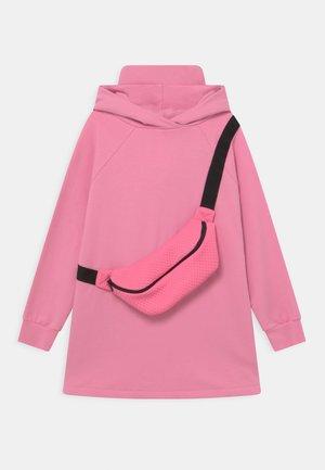EVELYN  - Denní šaty - pink