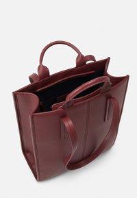 MAX&Co. - EUFORIA - Shoppingveske - bordeaux - 3