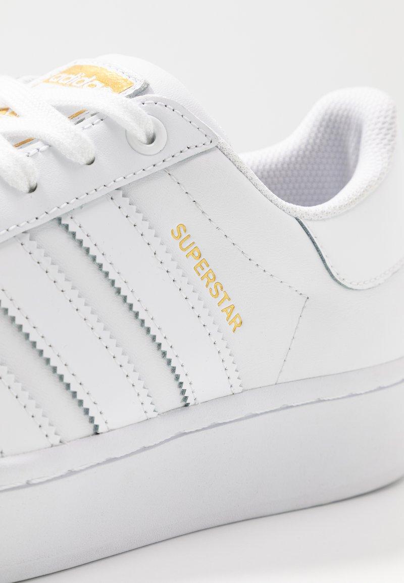 Permanecer Oso polar pesadilla  adidas Originals SUPERSTAR BOLD - Zapatillas - footwear white/gold metallic/blanco  - Zalando.es