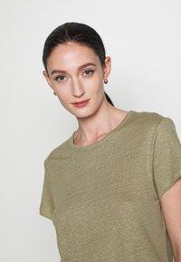 Filippa K - HAZEL TEE - Jednoduché triko - sage green - 3