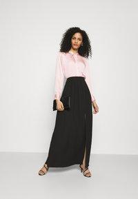 Adrianna Papell - SHIRRED SIDE SLIT SKIRT - Maxi skirt - black - 1