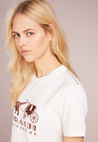 Coach - REXY AND CARRIAGE - Print T-shirt - white - 4