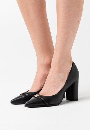 BLOCK BRANDING HEEL - Classic heels - black
