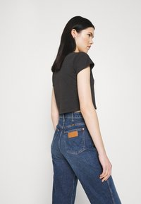Abrand Jeans - CROP TEE - Print T-shirt - faded black - 2