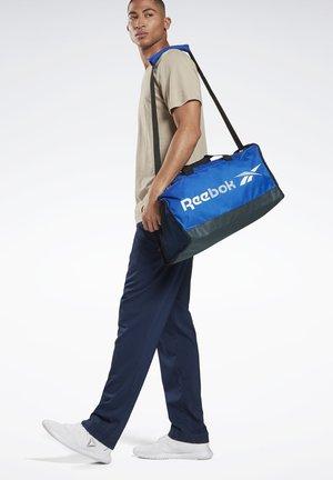 TRAINING ESSENTIALS GRIP BAG MEDIUM - Sporttasche - blue