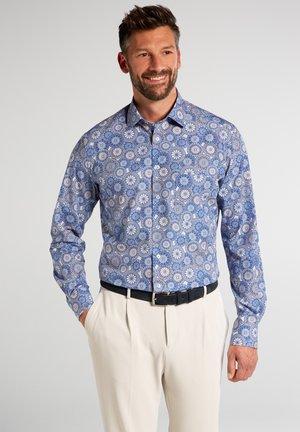 MODERN FIT - Formal shirt - blau/beige