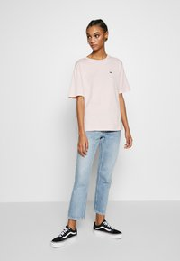 Lacoste - Basic T-shirt - light pink - 1